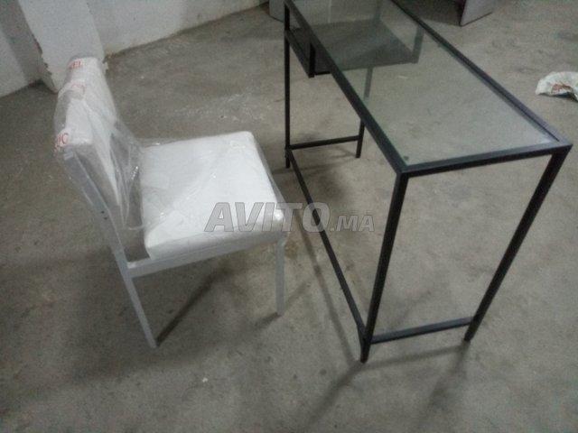 Table bureau en verre et chaise en cuir blanc à vendre à
