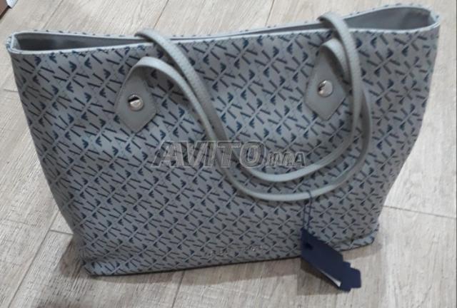 Sac Armani Jeans Neuf للبيع في الدار البيضاء في حقائب وأكسسوارات ... 7171b867186