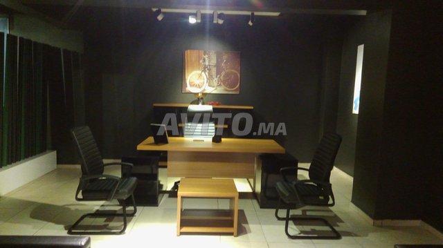 Bureau de luxe avec des packs fauteuils d impor للبيع في الدار