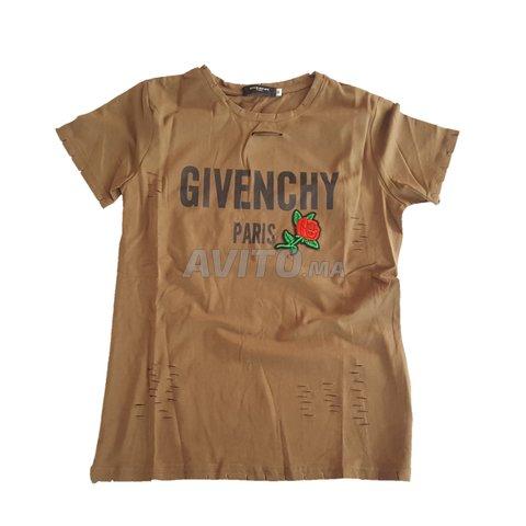 Givenchy t-shirt logo imprimé Femme للبيع في الدار البيضاء في ملابس ... 179031f6b7c