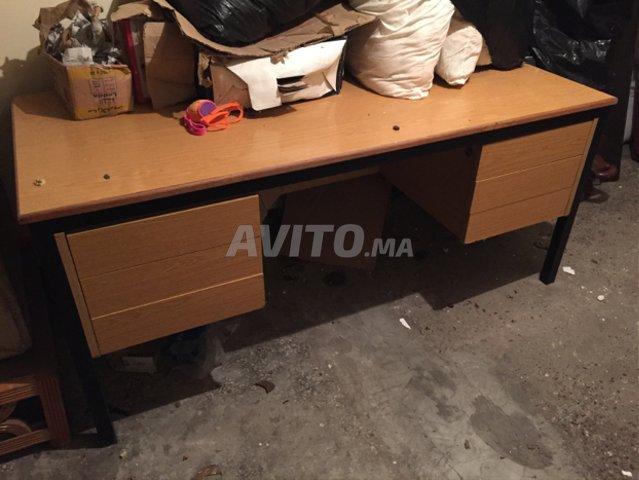 Bureau bois avec tiroirs et chaises à vendre à casablanca dans