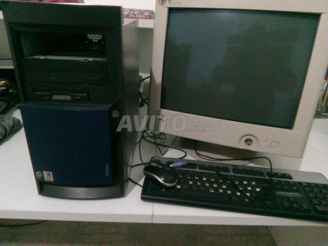 Pc de bureau plus tables pour ordinateur للبيع في طنجة في