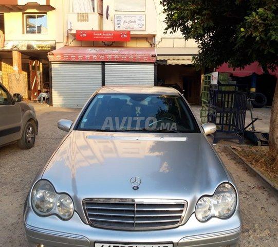 Voiture Mercedes benz 220 2005 à meknès  Diesel  - 8 chevaux