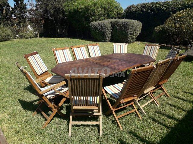 Table et chaises de jardin en bois massif teck