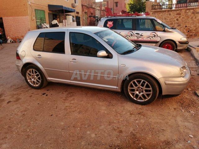 Voiture Volkswagen Golf 4 2001 à khénifra  Diesel  - 8 chevaux