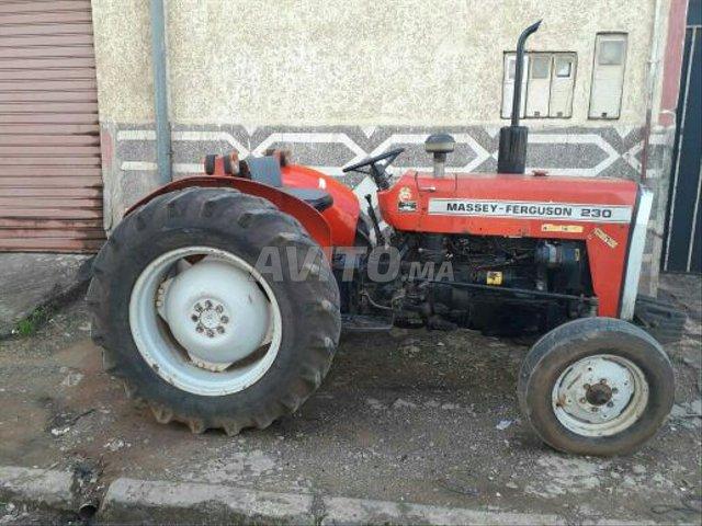 image_0 : tracteur 230 modile 2002 région Azemmour